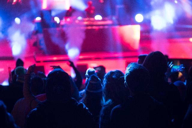 1回ライブをやるとどのくらい儲かるのか計算してみるよ!収益や費用、ギャラの取り分をざっくり解説!