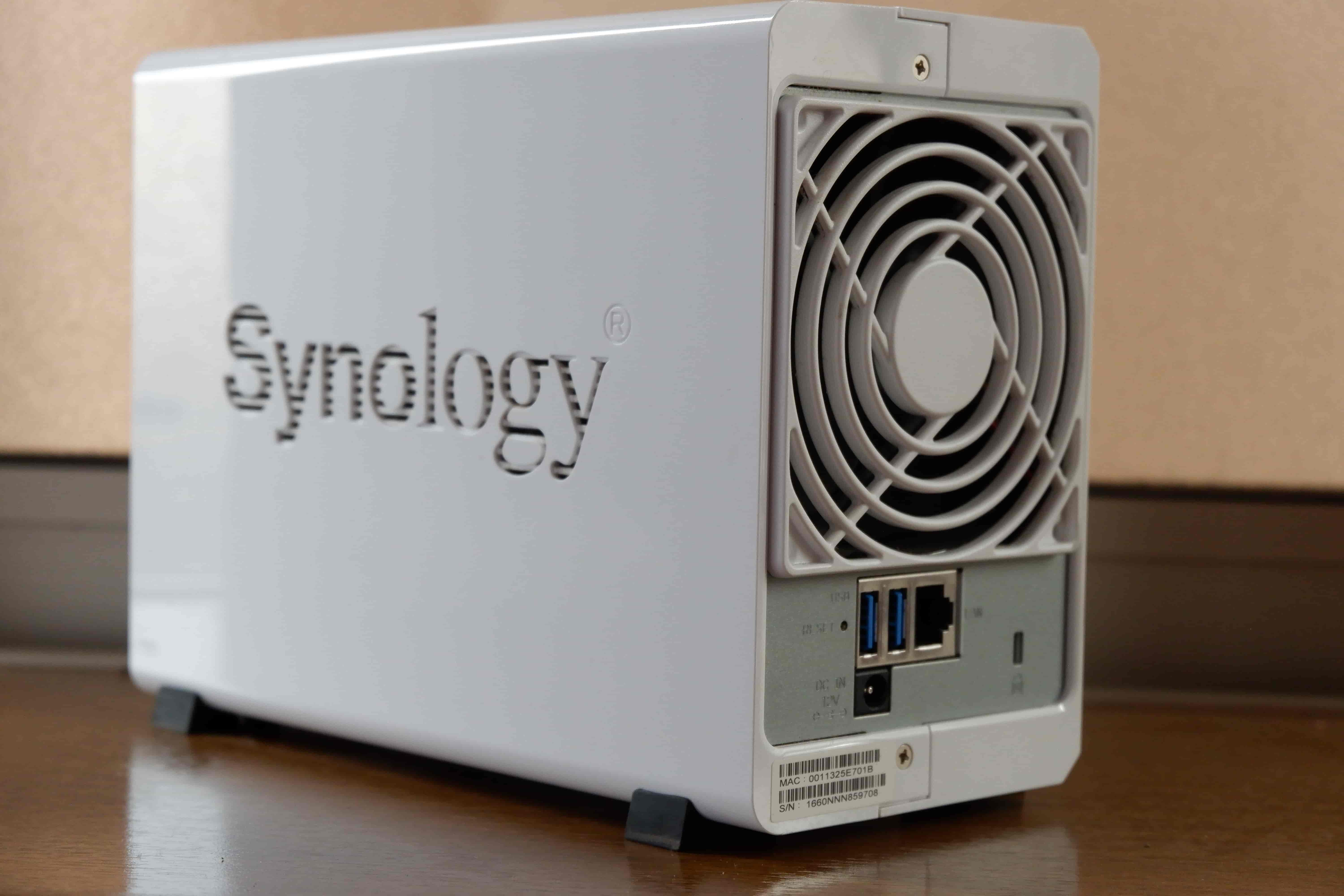 Synology DS216j 背面