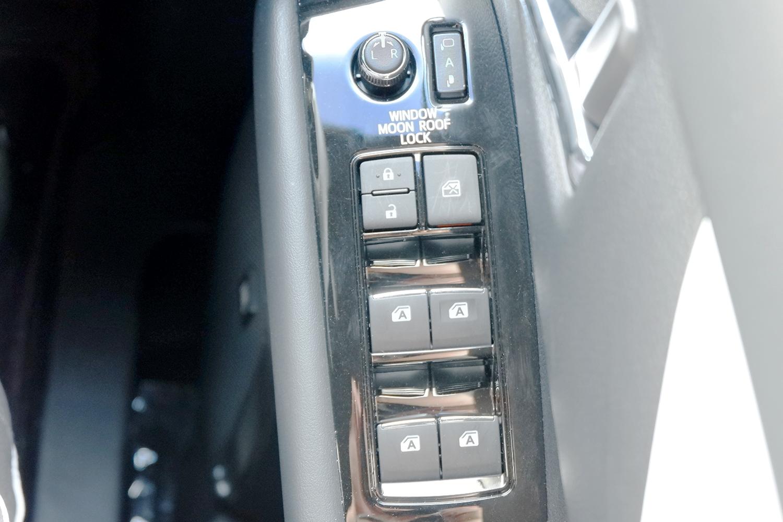 新型ヴェルファイア - 運転席ドアボタン部分