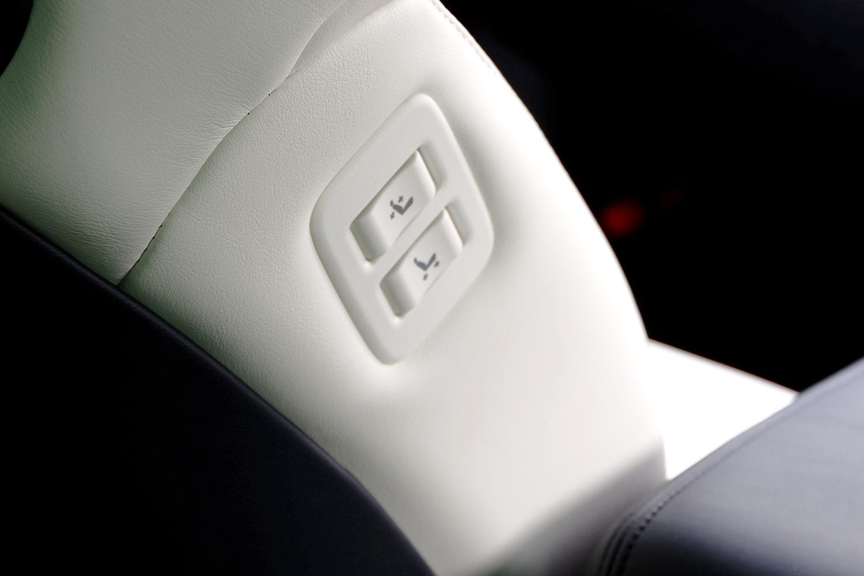 新型ヴェルファイア - 助手席移動スイッチ