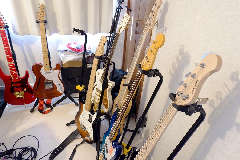 床置き型ギタースタンド