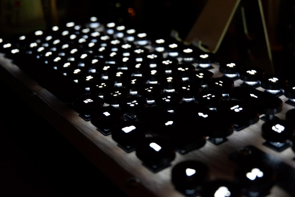AZIO RETRO CLASSIC - バックライト