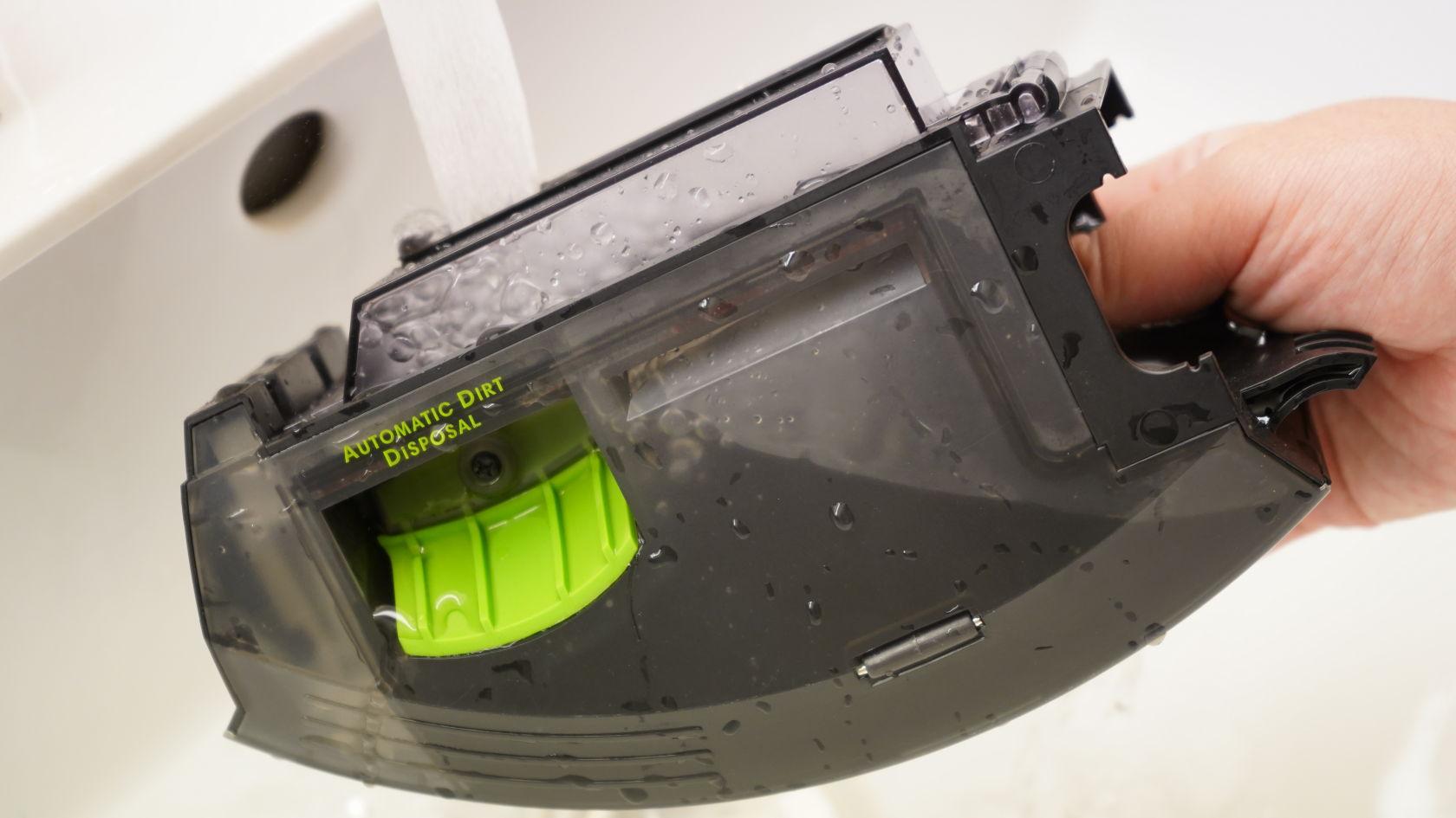 iRobot Rommba i7+ - ダストケースの水洗い
