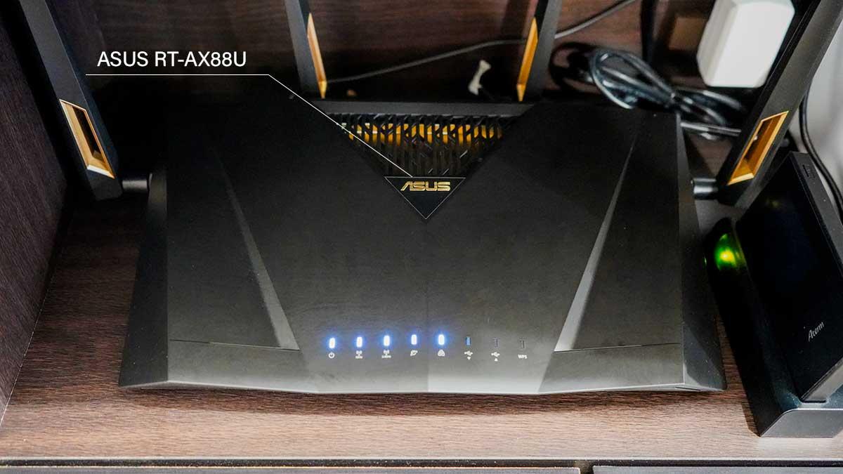 ブロガーのデスク - Wi-Fiルーター