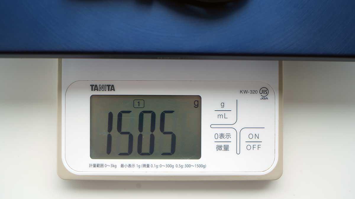 ZenBook 14 ASUS UX434FL - 本体と電源アダプターの重さ
