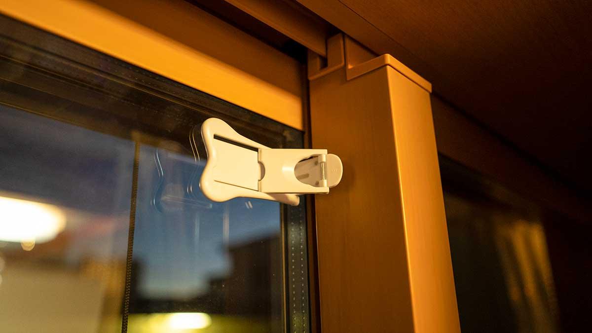 窓用ストッパー